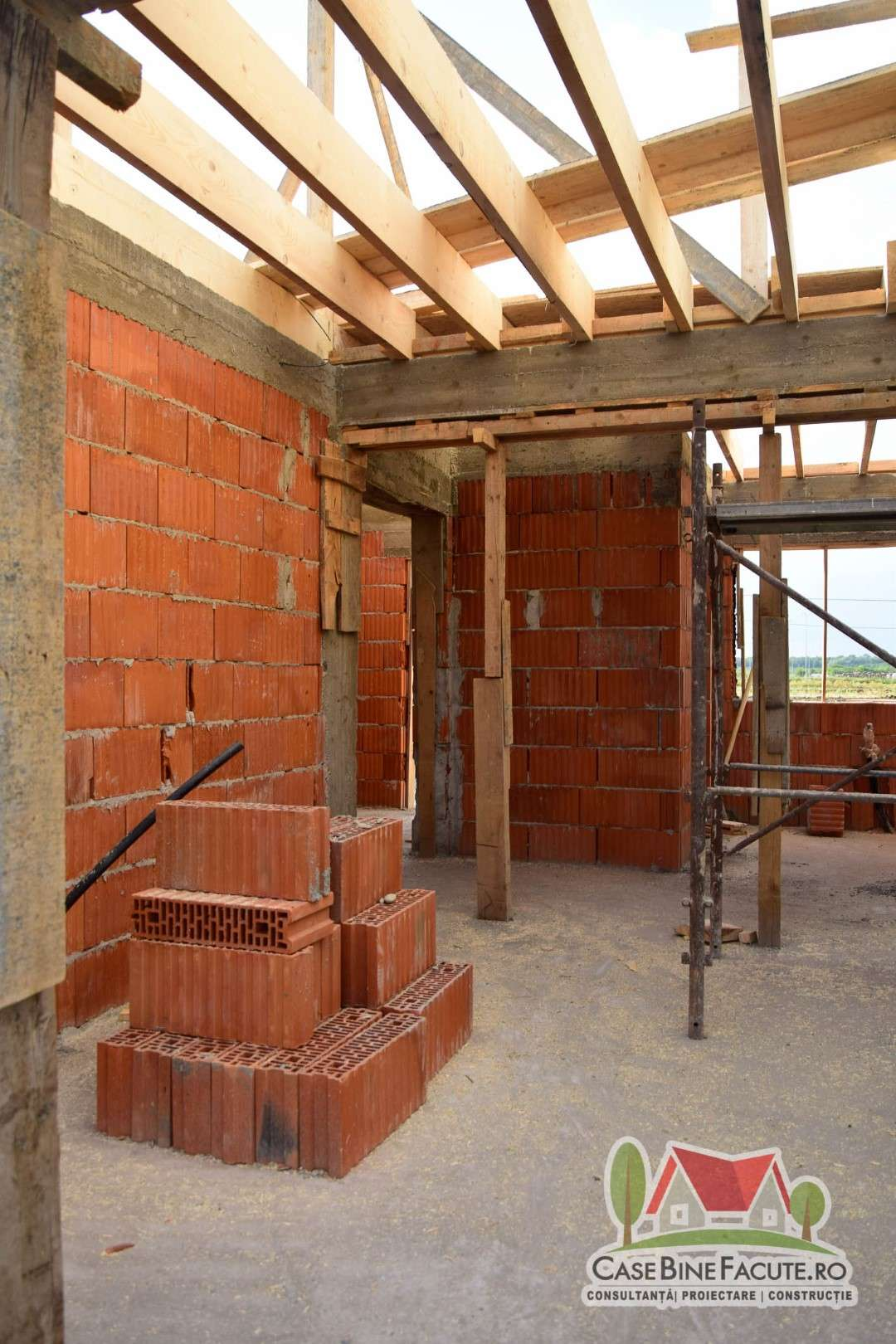 Constructie casa la rosu Crevedia