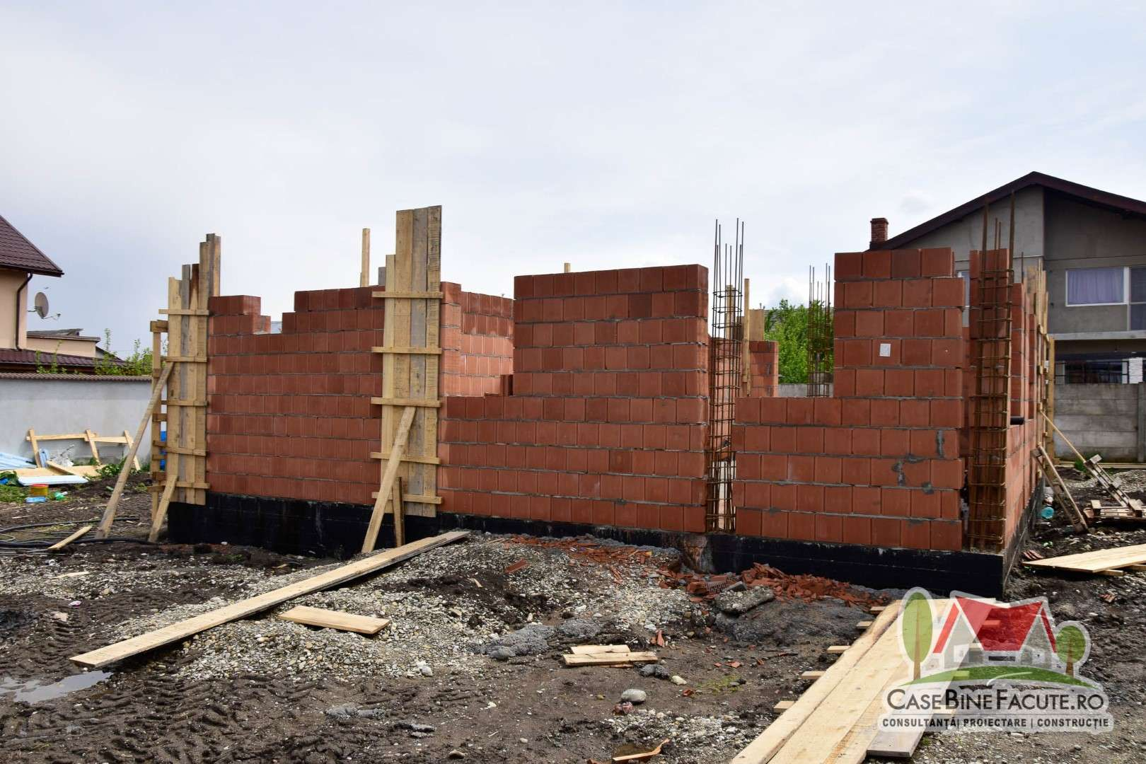 Constructie casa la rosu Tamasi