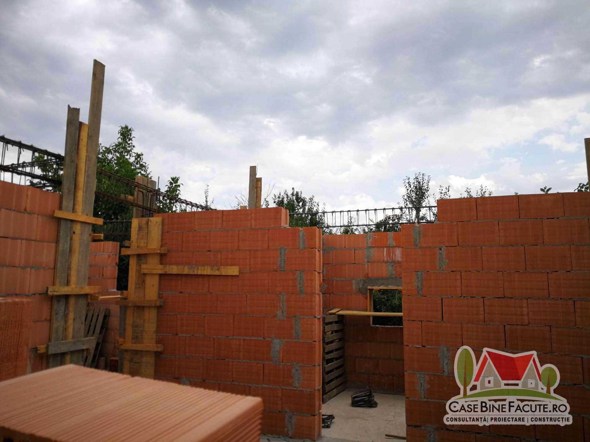 Constructie casa la rosu Dragomiresti