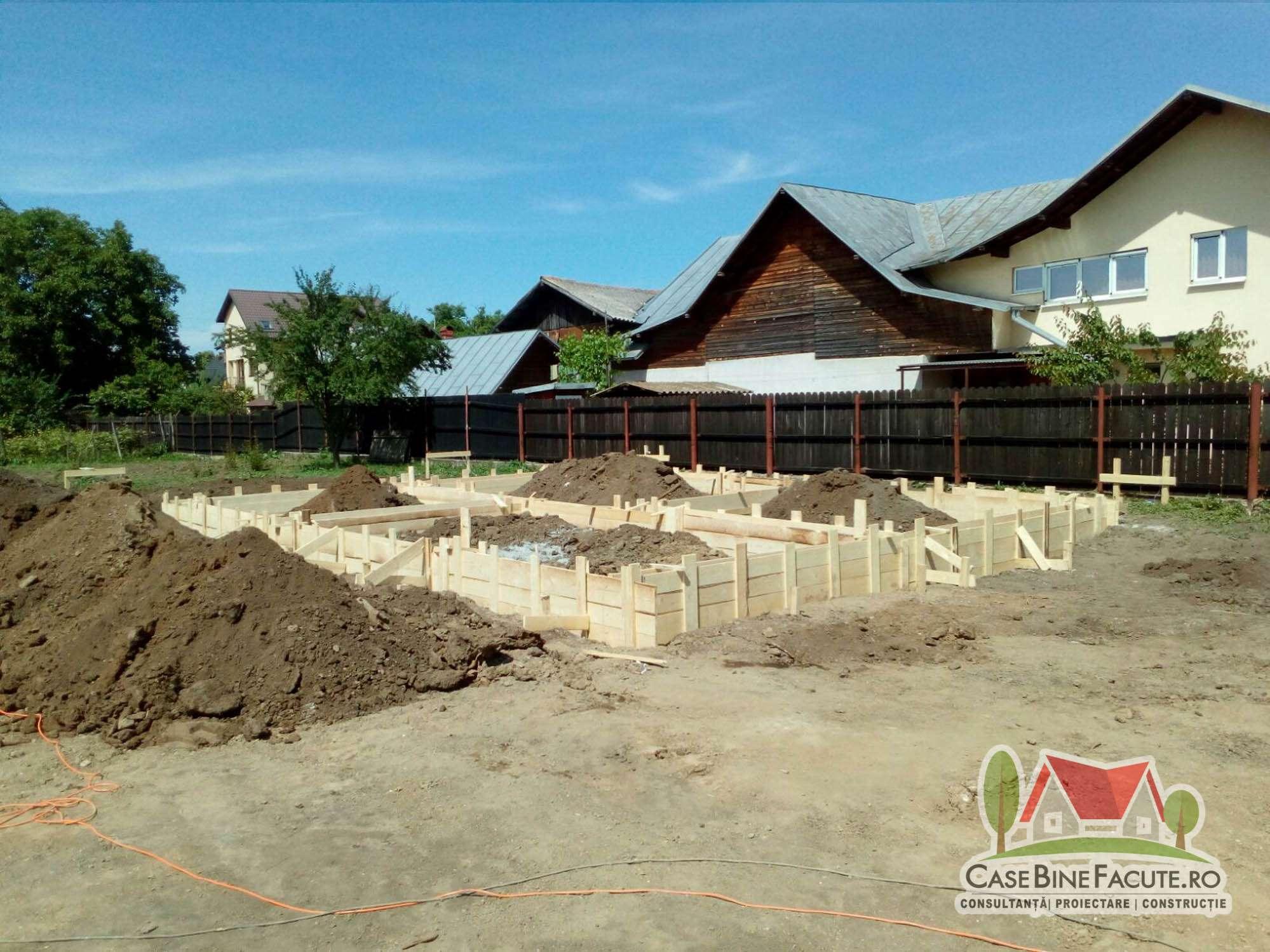 Constructie casa la rosu Gradistea