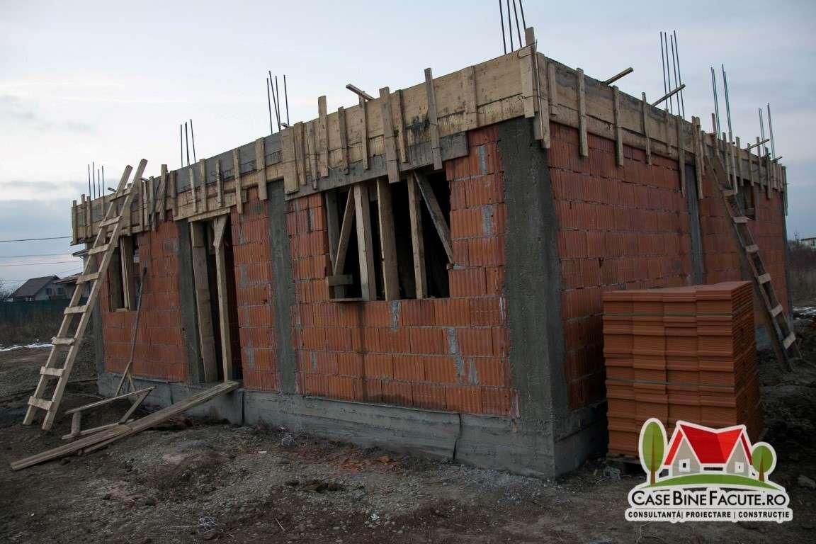 Constructie casa la rosu Balotesti