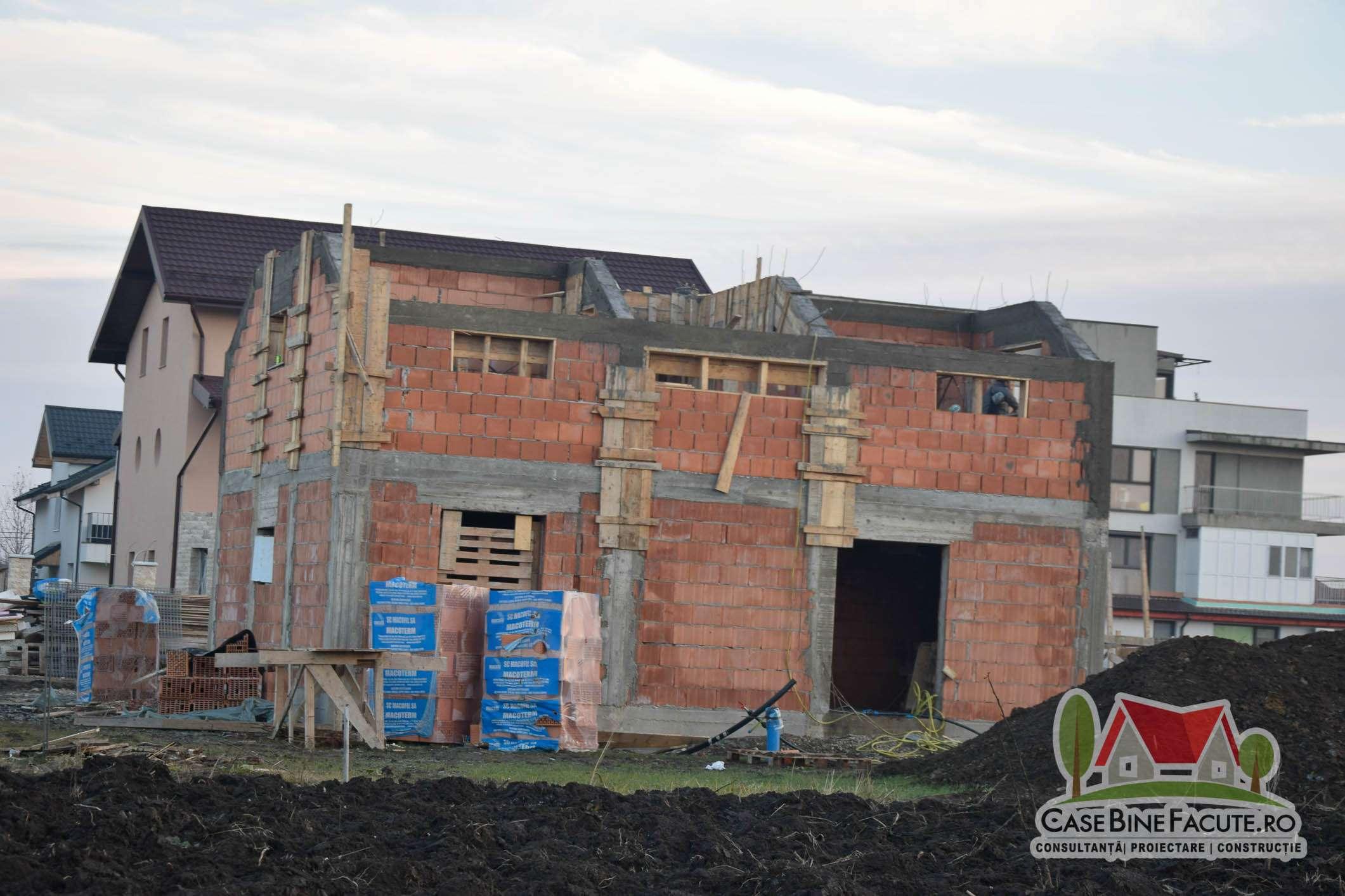 Constructie casa la rosu Otopeni
